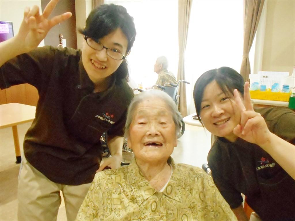4.最高齢 ご満悦_R